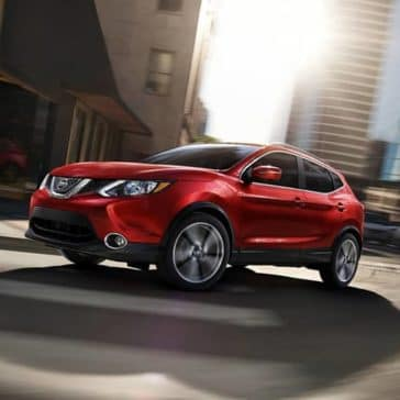 2019-Nissan-Rogue-Sport-driving-in-the-city