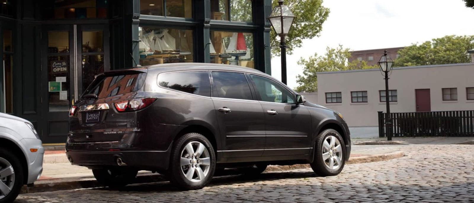 2015 Chevy Traverse side view