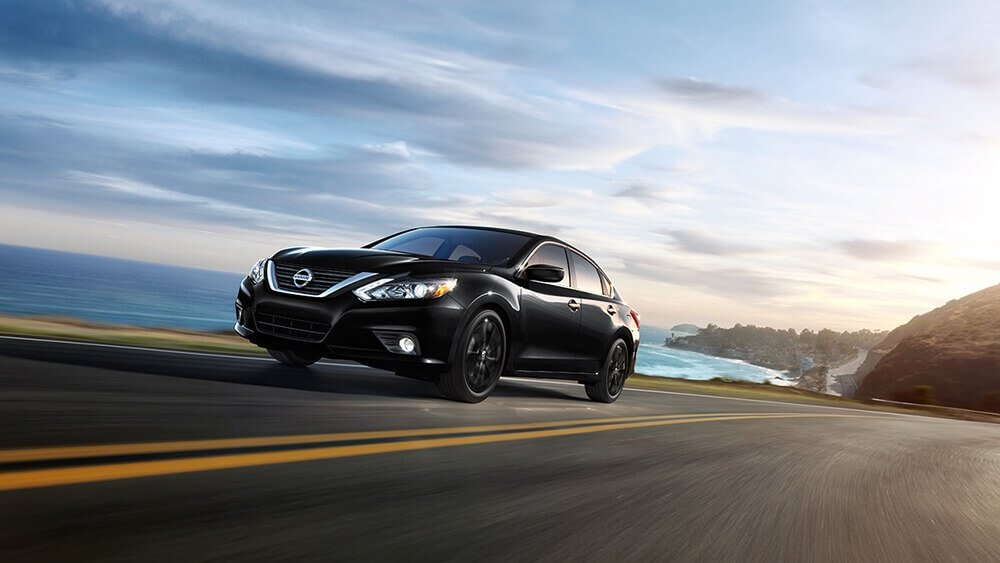 2017 Nissan Altima SR Midnight Super Black Gallery 2