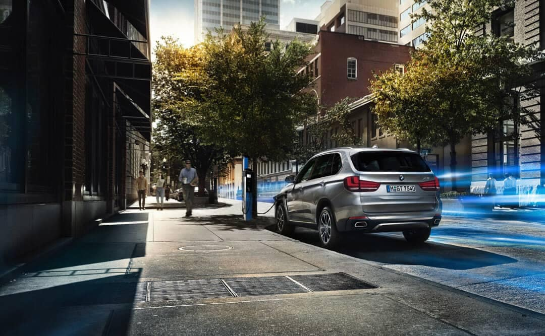 2018 BMW X5 xDrive40e city street