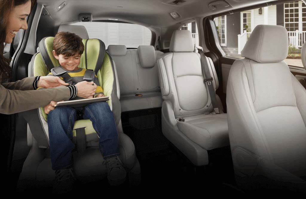 2018 Honda Odyssey 2nd Row Magic Sliding Seats