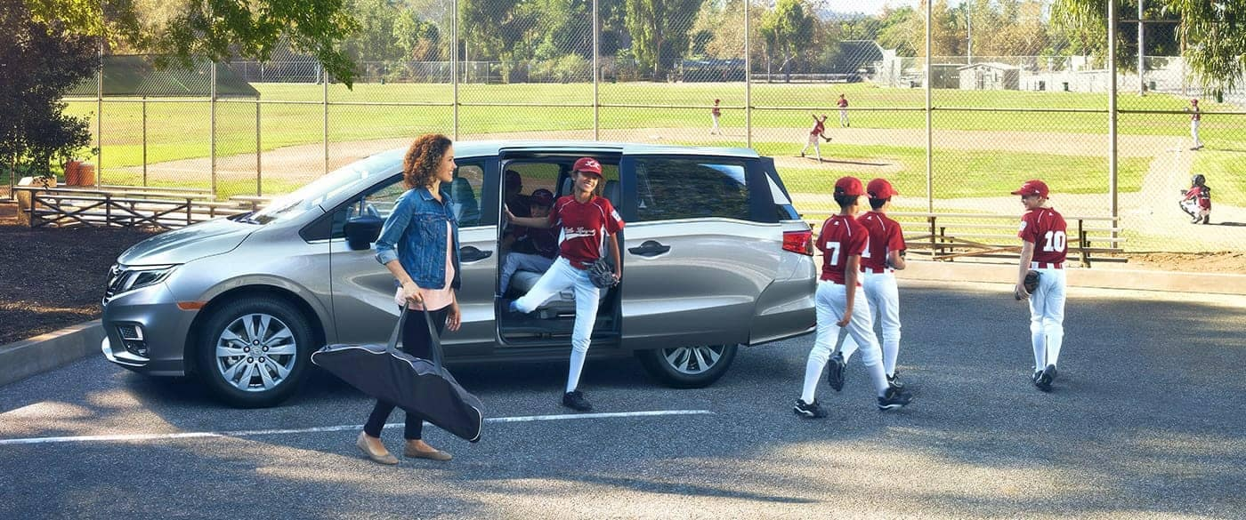 Kids getting out of a 2018 Honda Odyssey at a baseball field