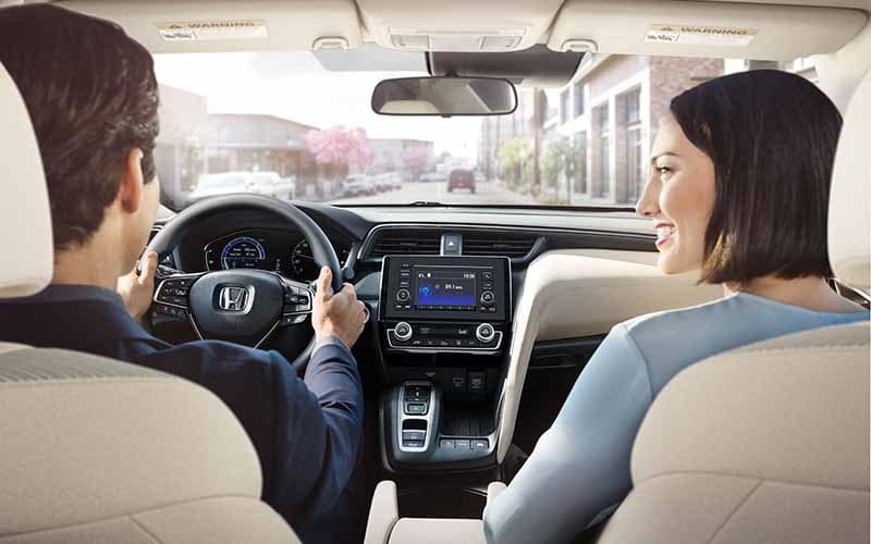 Couple driving in a 2019 Honda Insight with Automatic Climate Control