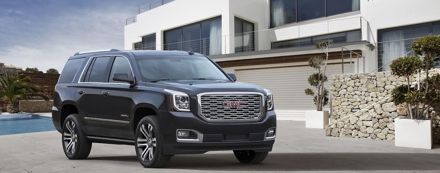 2019 GMC Yukon XL Exterior in front of modern building