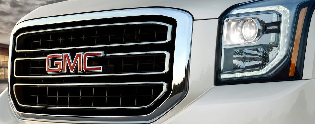 A closeup of the GMC grille, winner of 2019 GMC Yukon XL vs 2019 Chevy Suburban