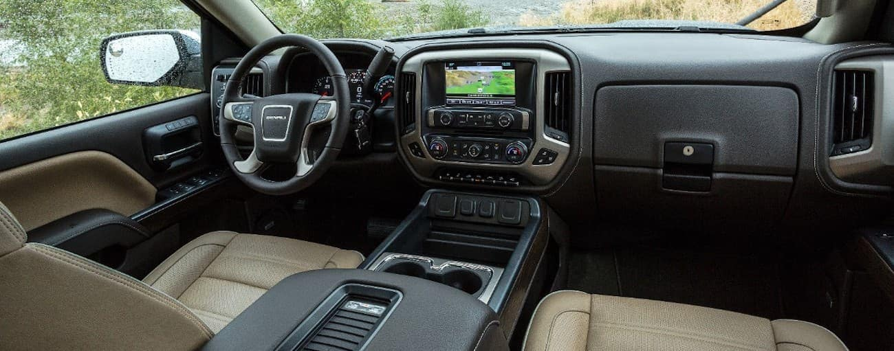 The black and tan interior of a 2019 GMC Sierra 2500HD Denali is shown.