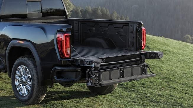 2020 GMC Sierra HD MultiPro Tailgate Full-width Step