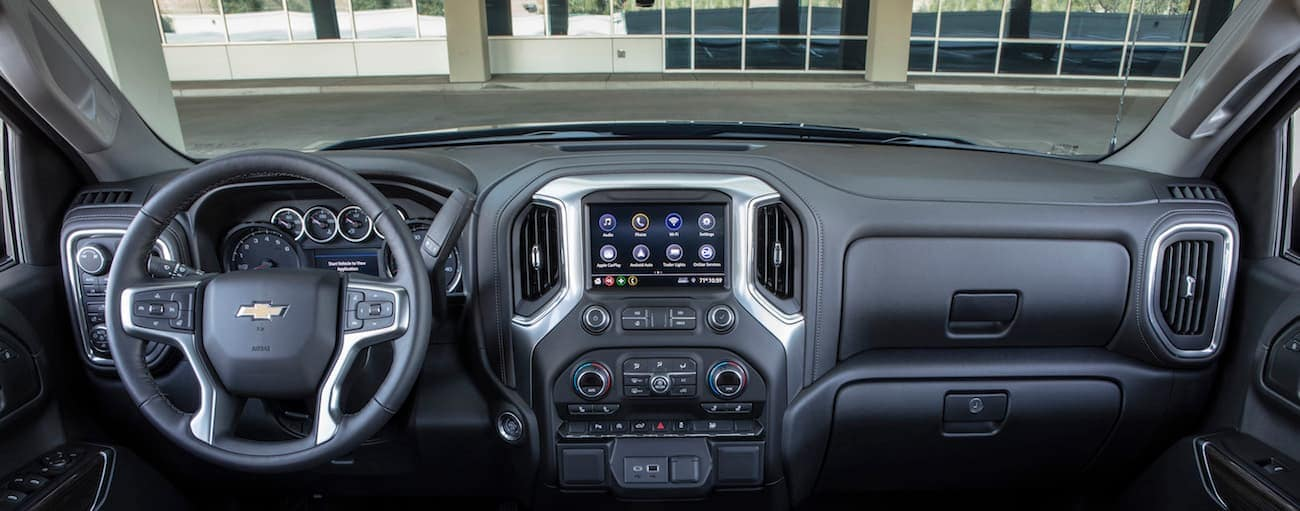 A look at the dashboard of a 2019 Chevy Silverado