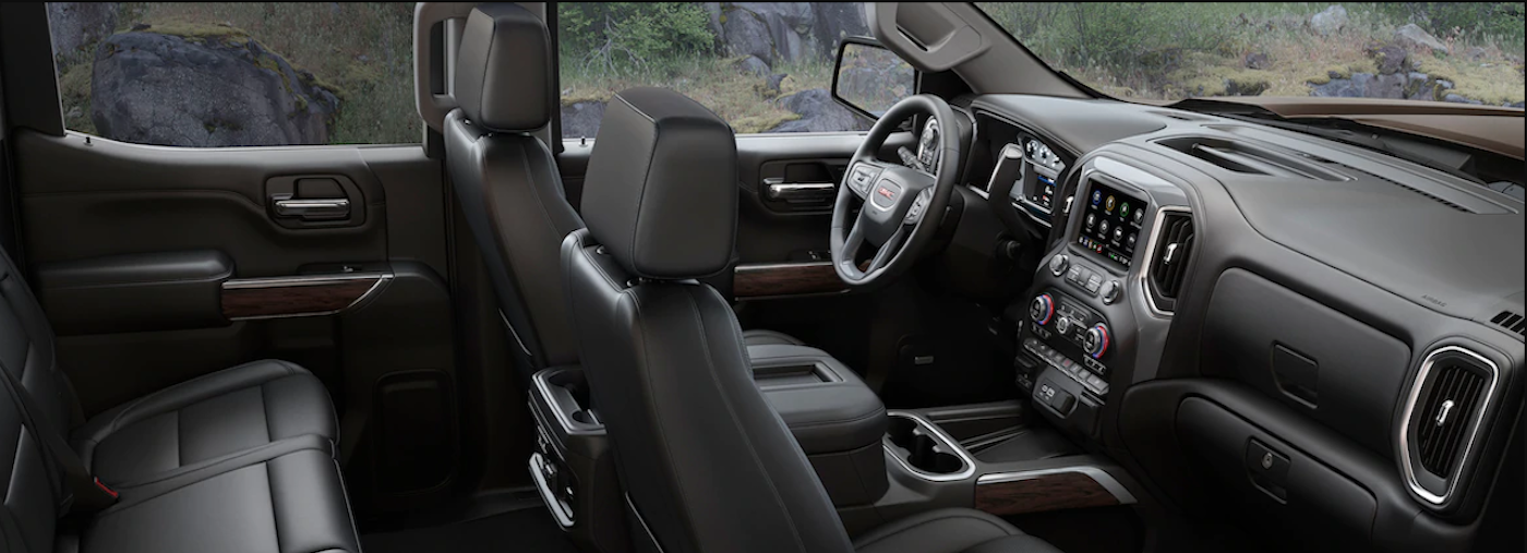 The high tech interior of the 2019 GMC Sierra 1500