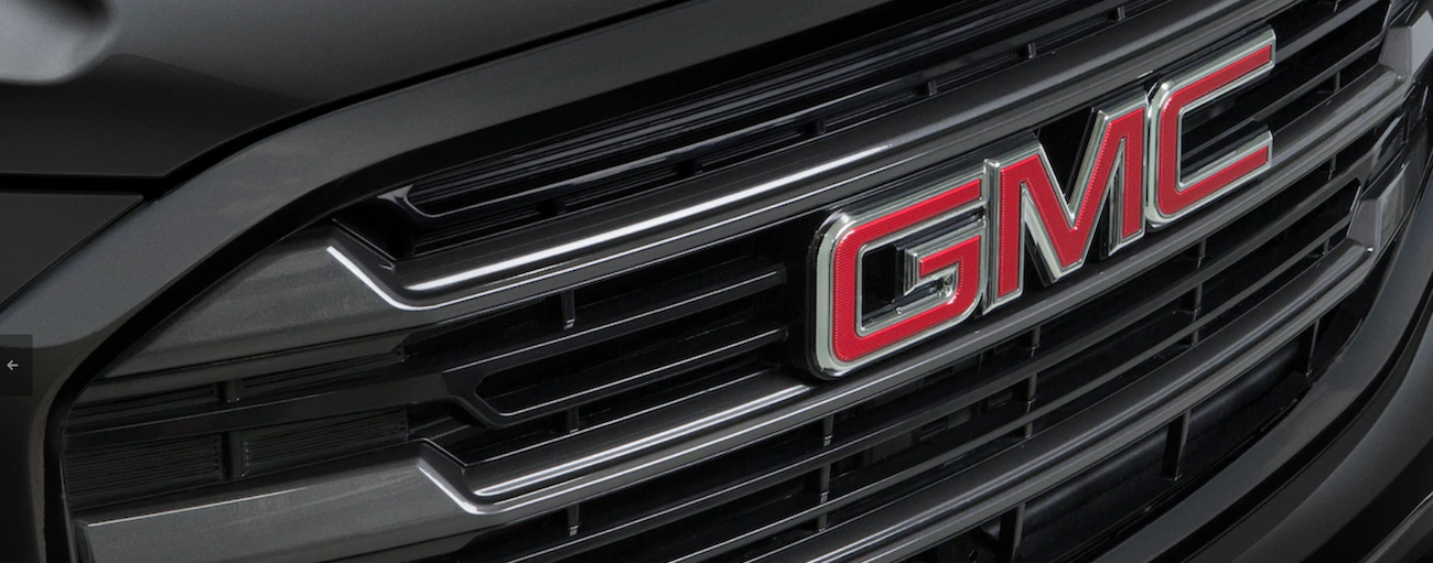 A bold, black grill of a 2019 GMC Terrain