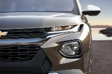 2021 Chevrolet Trailblazer close up of front end