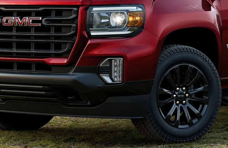 2021 GMC Canyon close up of the front end