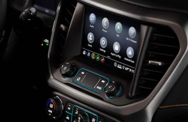 Close Up of 2022 GMC Acadia Touchscreen Display