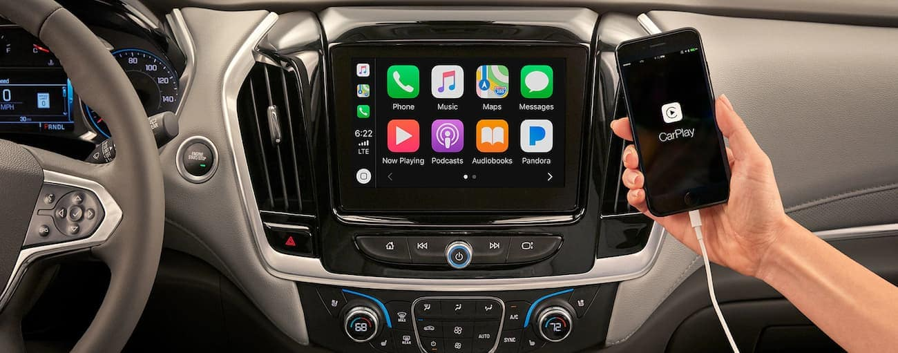 A look at the infotainment system in a Traverse, which helped it win 2019 Chevy Traverse vs 2019 Dodge Durango