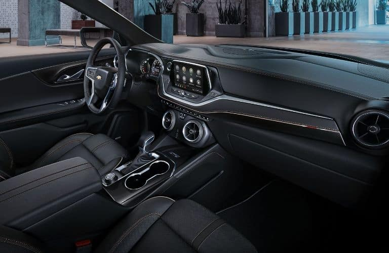 Dashboard and black front seats in 2019 Chevrolet Blazer