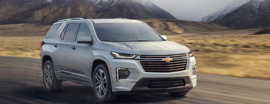 2021 Chevrolet Traverse front view