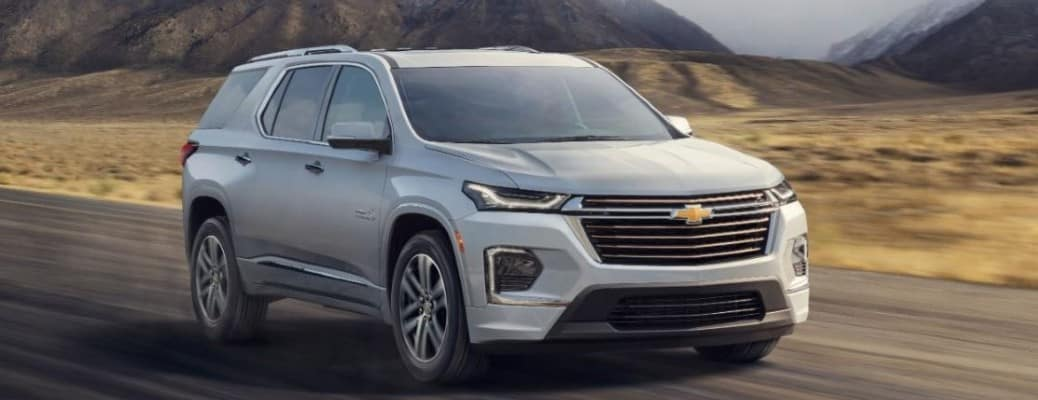 2022 Chevrolet Traverse front view