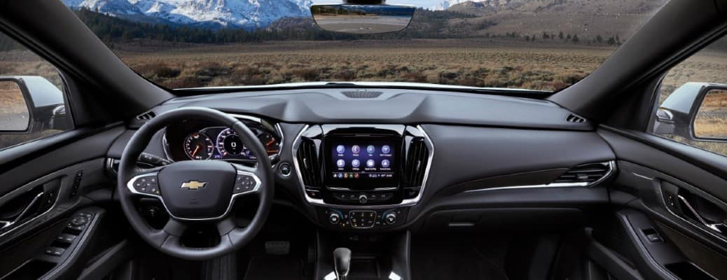 2022 Chevrolet Traverse front dashboard