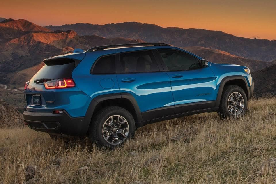 2019 Jeep Cherokee Canada mountains