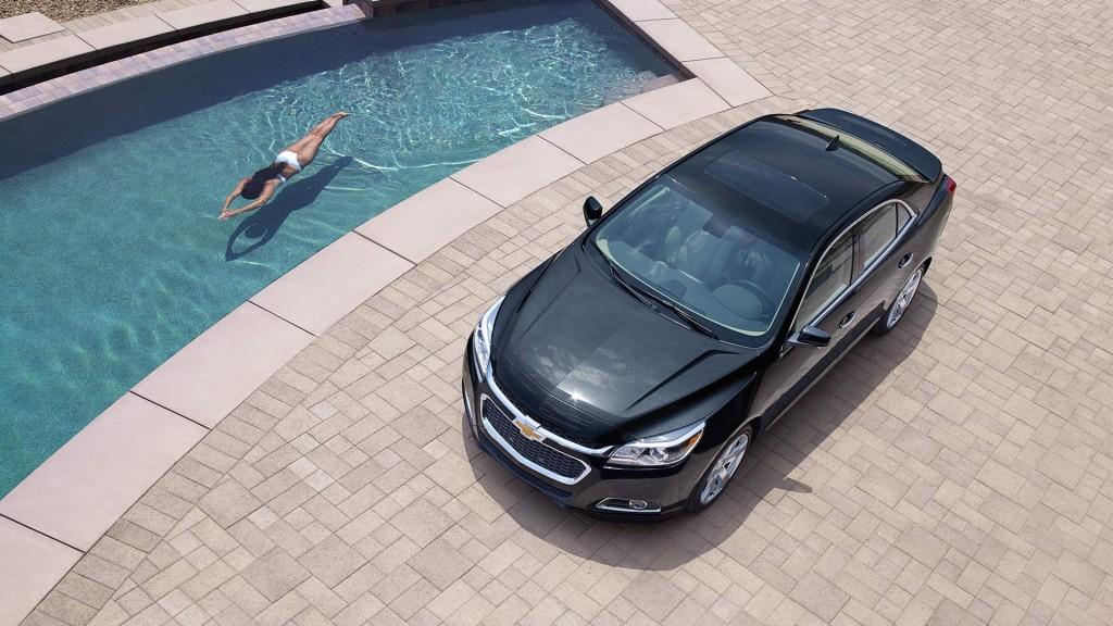 Luxury Malibu LTZ by Pool