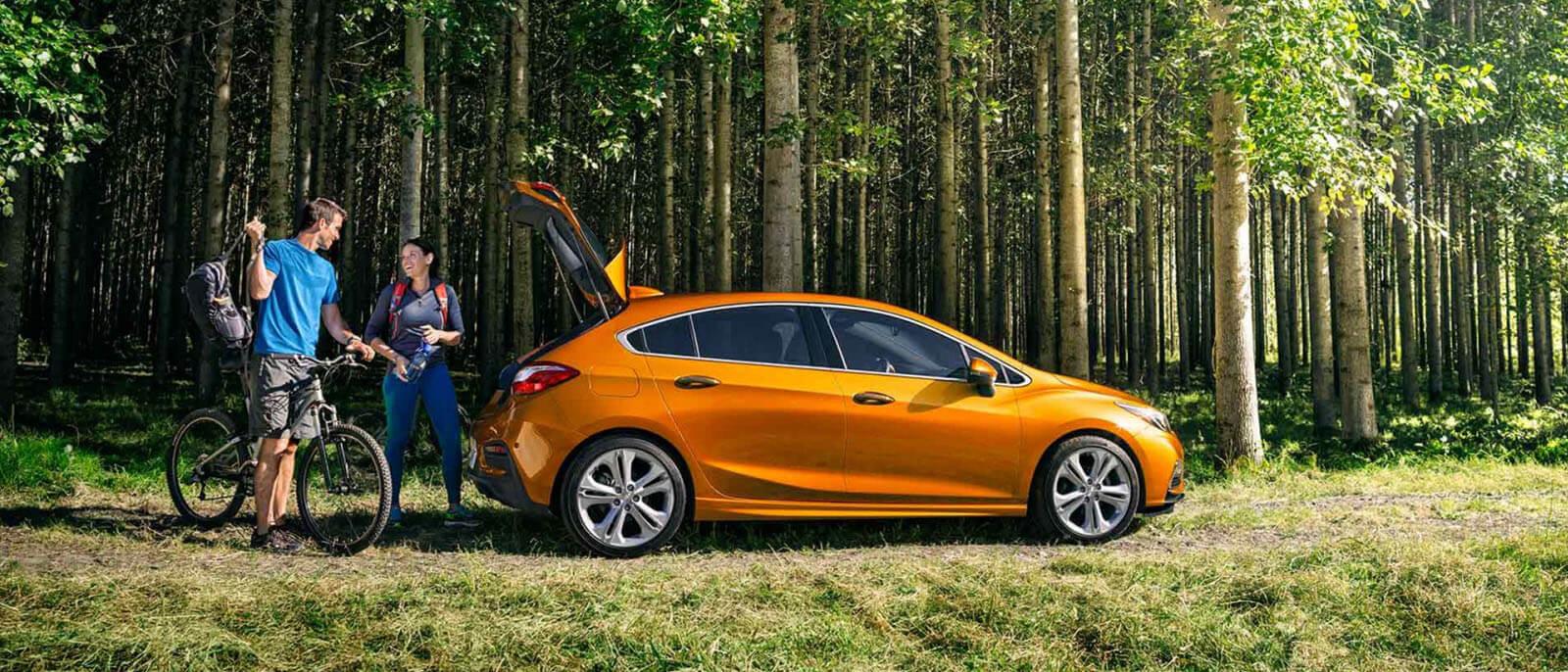 2017-Chevrolet-Cruze-Hatchback-outdoors