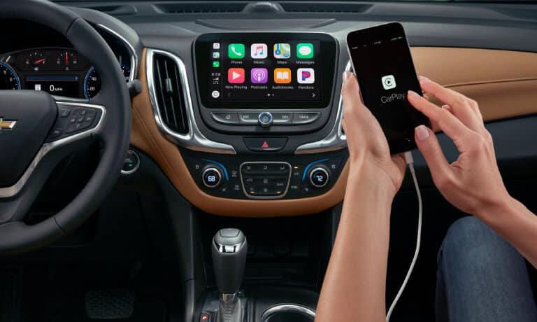 2021 Chevy Equinox interior infotainment tech Apple CarPlay