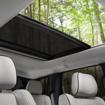 panoramic roof of 2018 Jeep Grand Cherokee