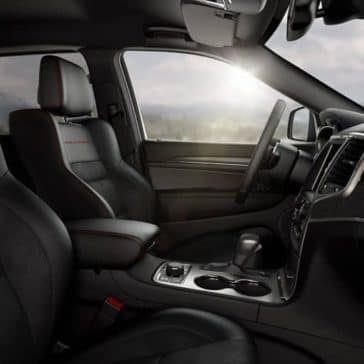 2019 Jeep Cherokee Trailhawk front seats