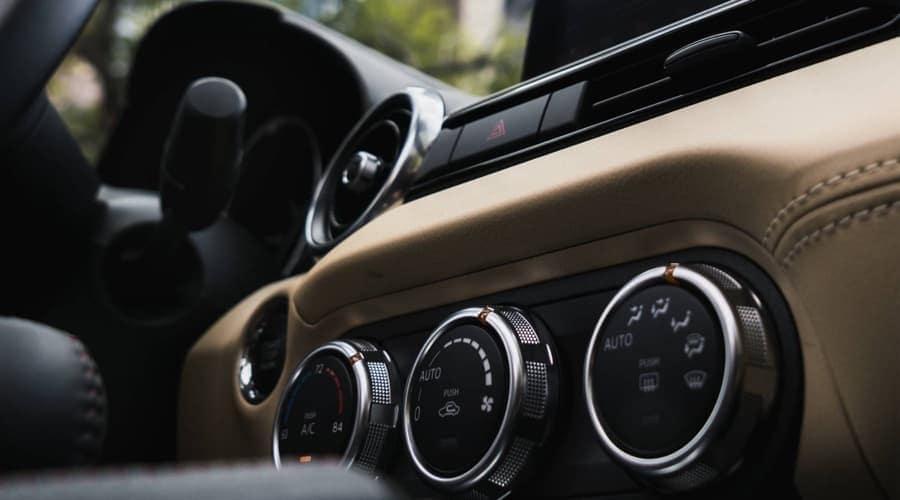 2018 Mazda MX-5 Miata interior features