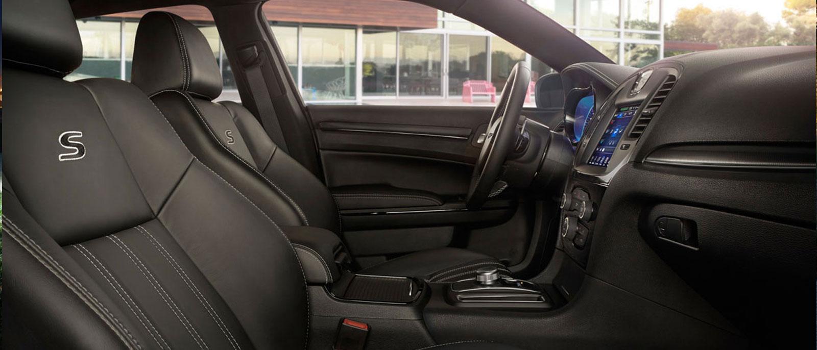 2015 Chrysler 300 interior