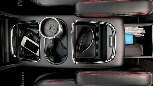 2017 Dodge Grand Caravan center console