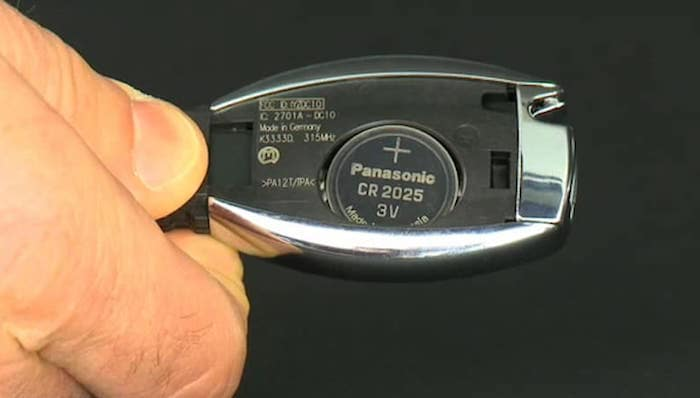Inside of Mercedes-Benz Smart Key with battery exposed