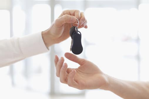 car-keys-to-customer