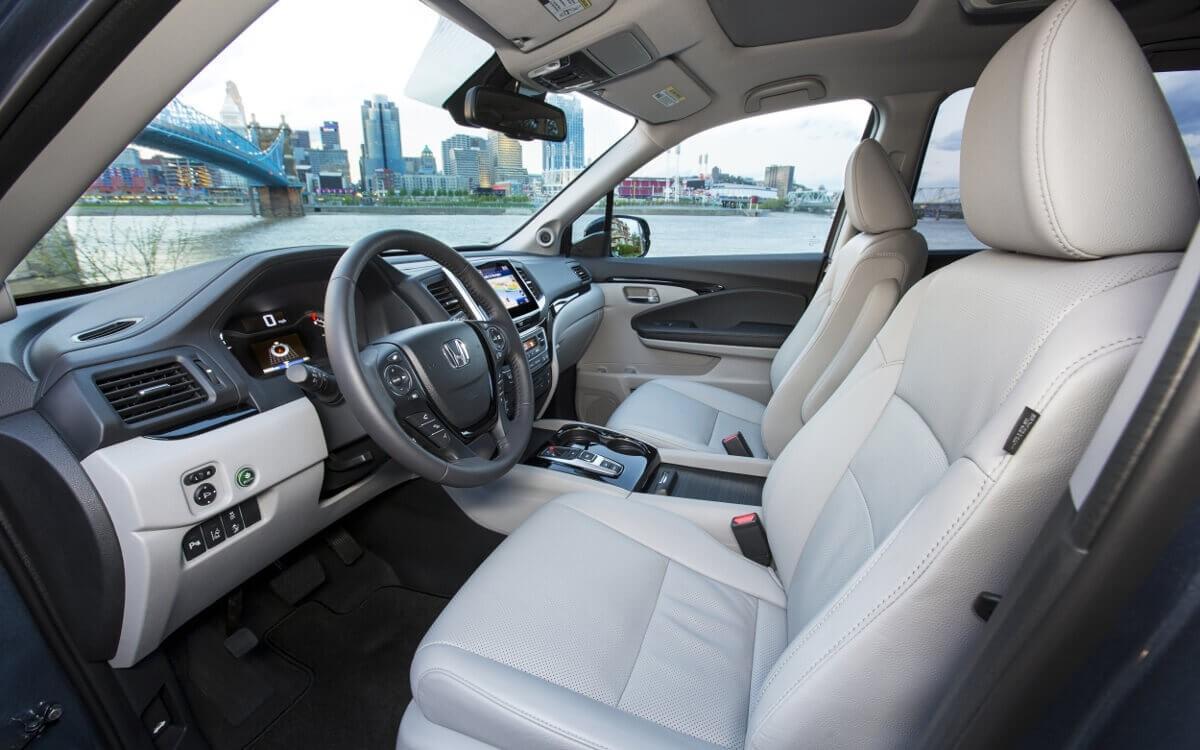 2017 Honda Pilot interior seats
