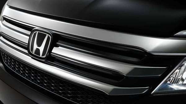 2017 Honda Pilot up close front exterior