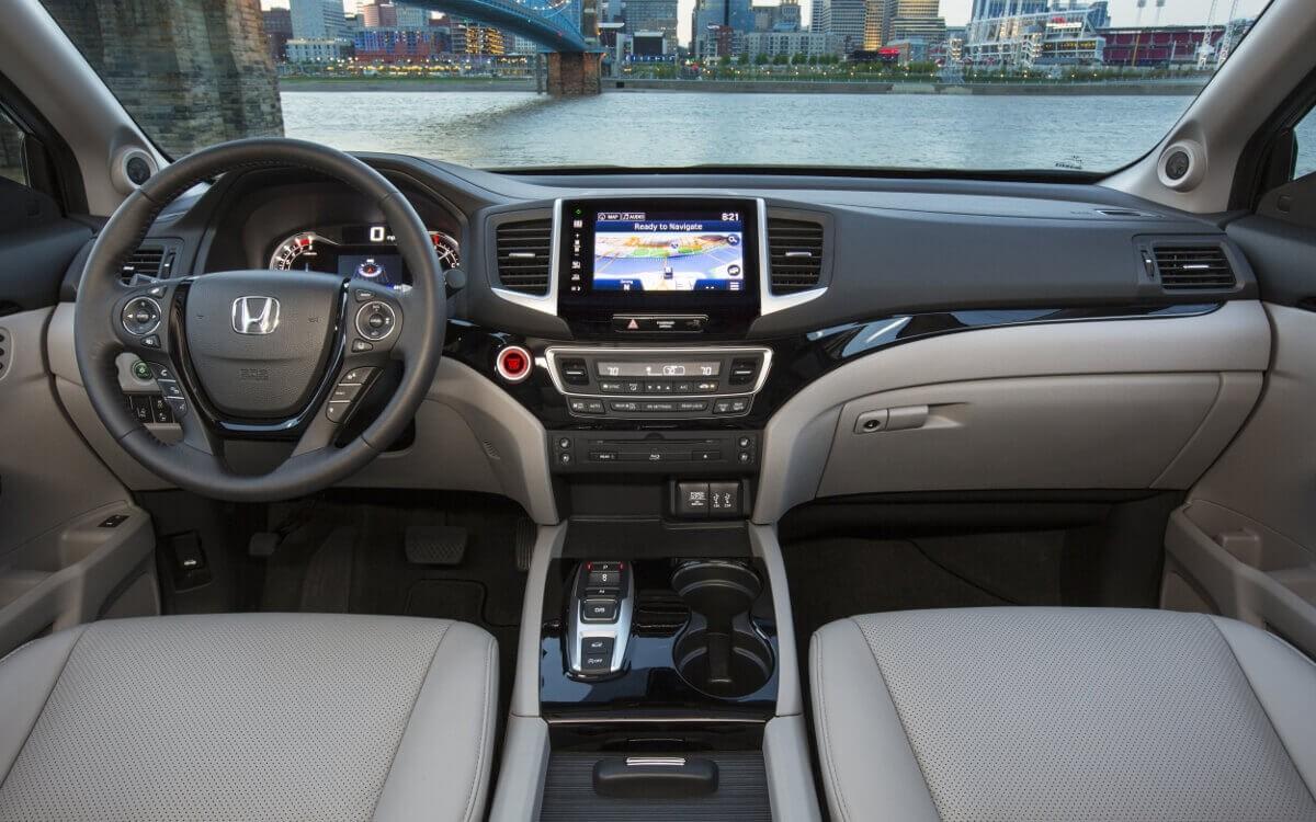 2017 Honda Pilot front interior