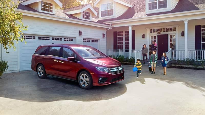 Family walking to Honda Odyssey