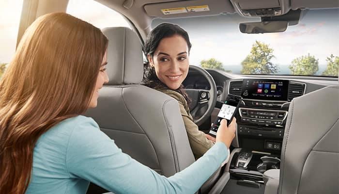 Family driving in Honda Pilot