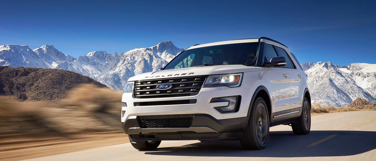 Explorer driving 2017 ford explorer