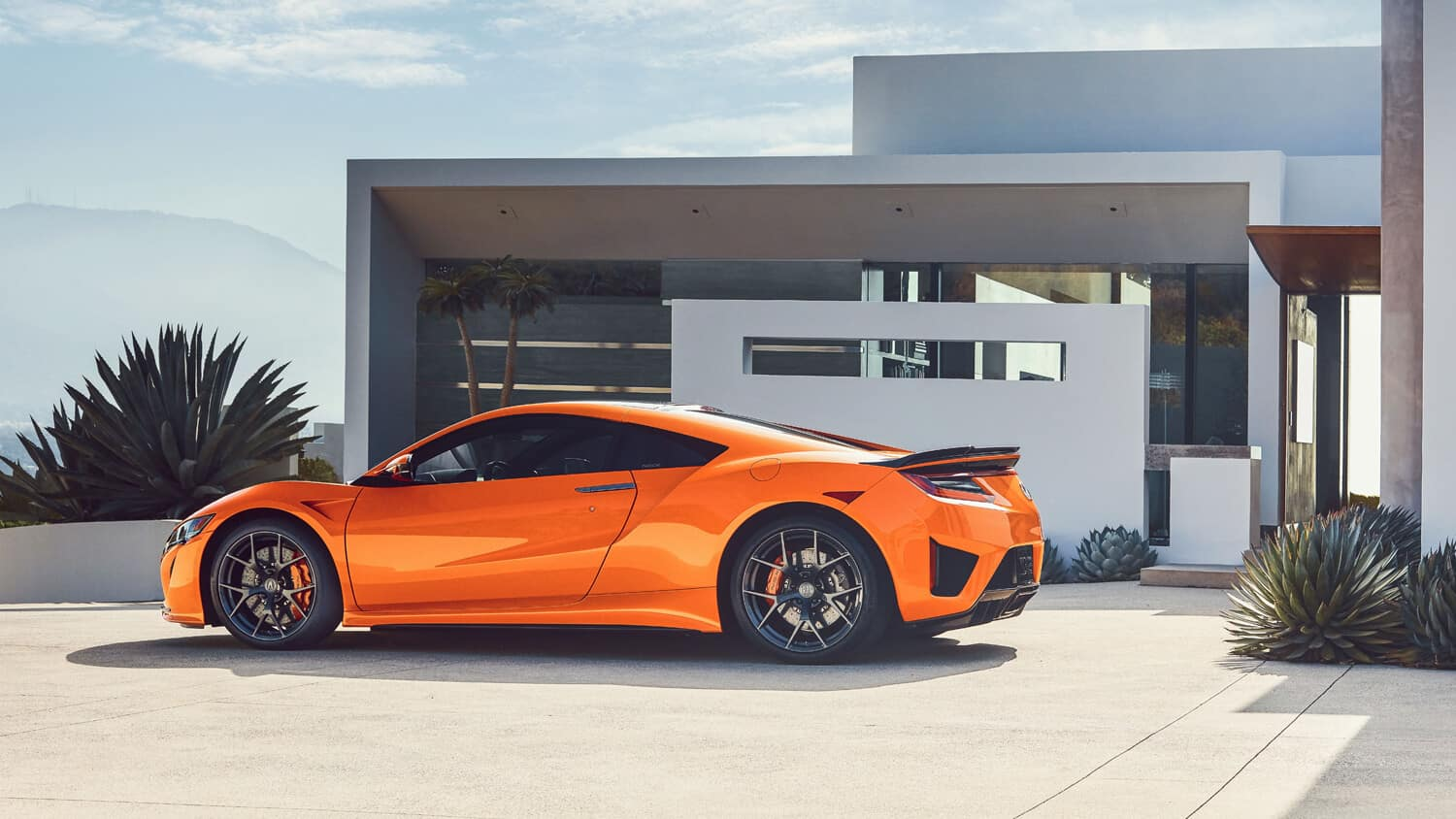 2019 Acura NSX Exterior Side Angle Driveway
