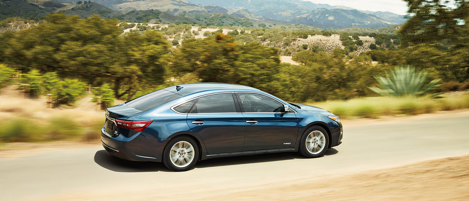 2016 Toyota Avalon Hybrid Driving