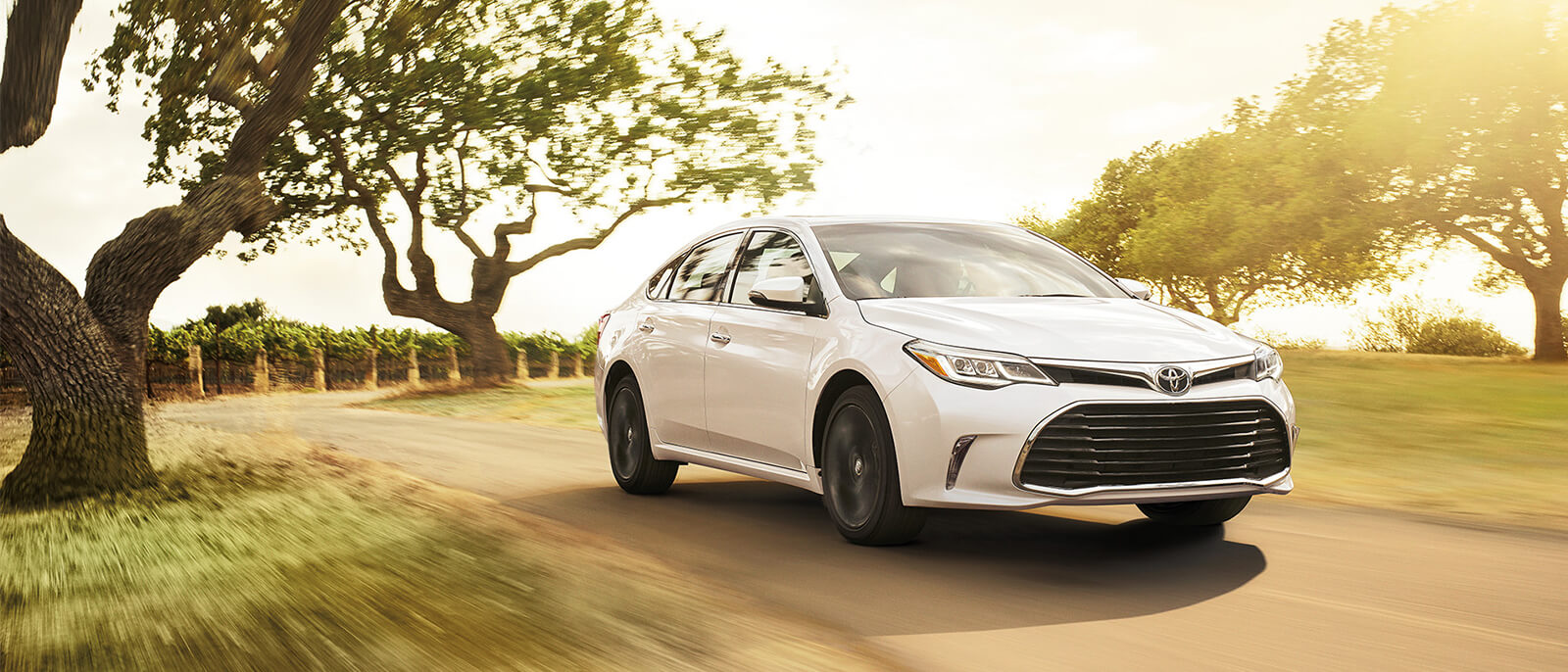 2016-Toyota-Avalon-Slide1