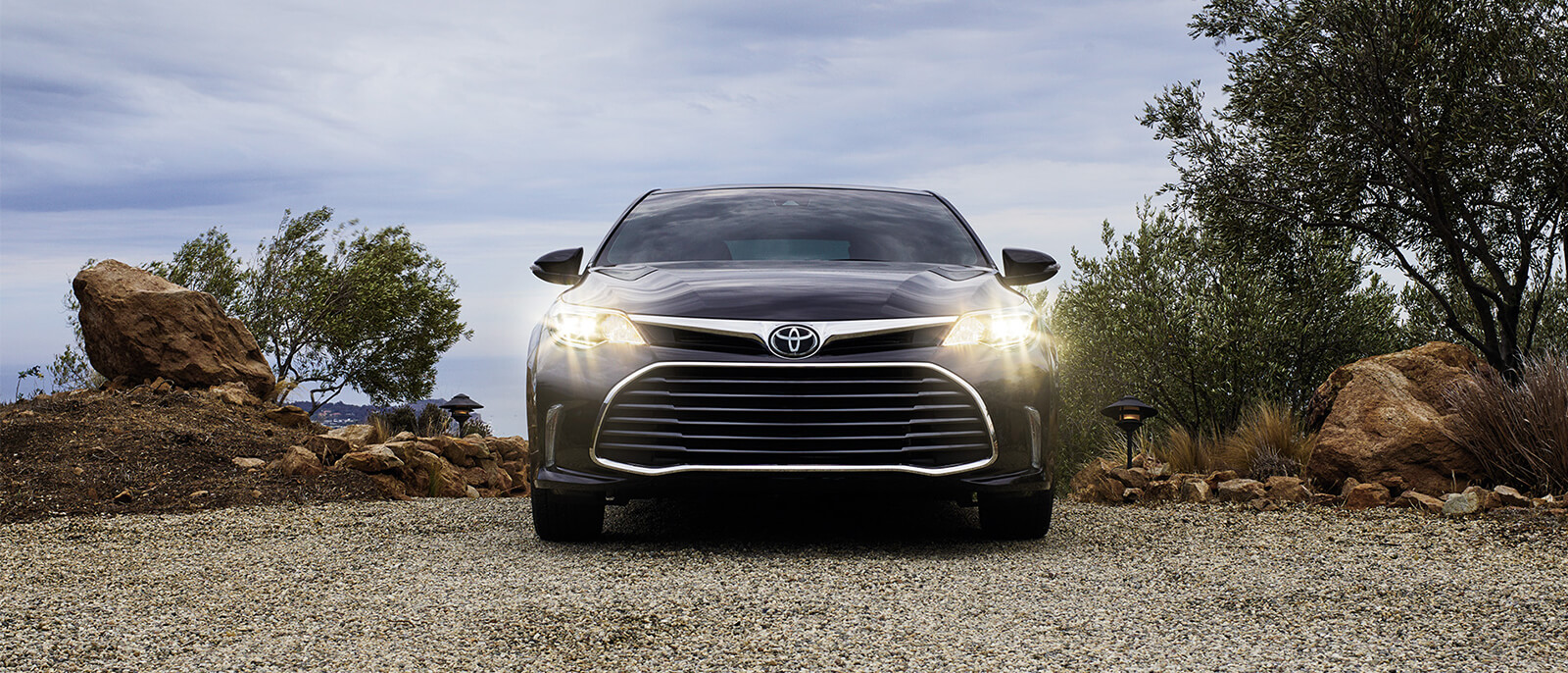 2016-Toyota-Avalon-Slide2