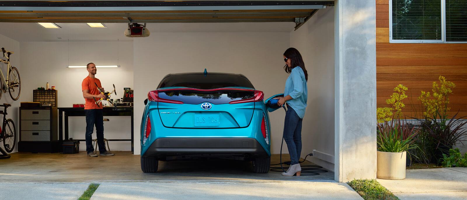 2017-Toyota-Prius-Slide-2