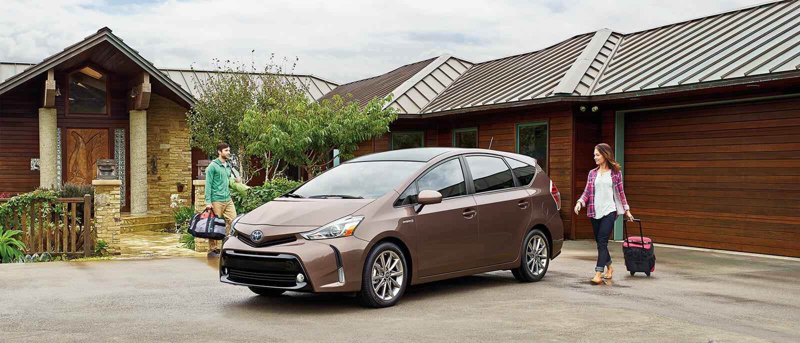 2017-Toyota-Prius-V-slide1