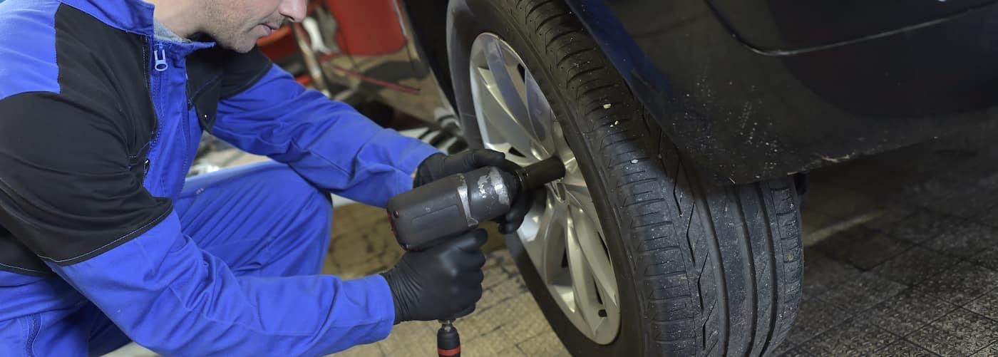 unscrewing tire