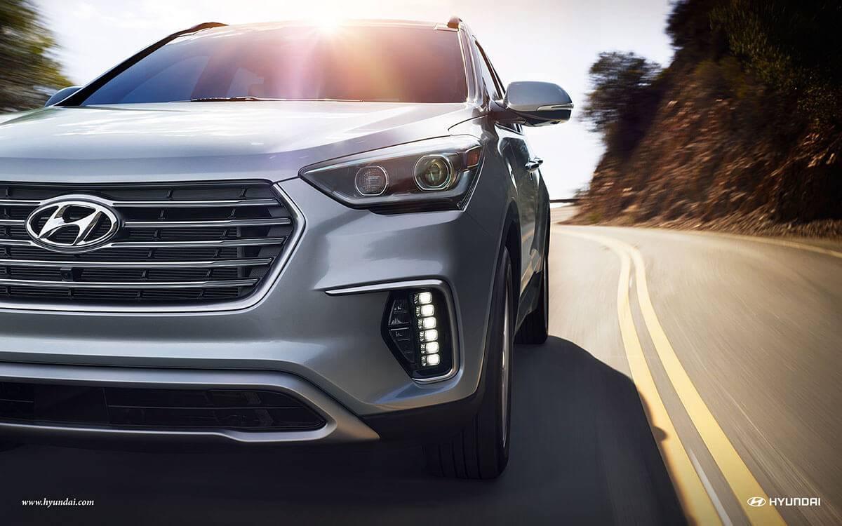 2017 Hyundai Santa Fe headlight detail