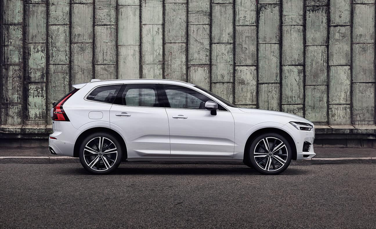 2018 Volvo XC60 side view