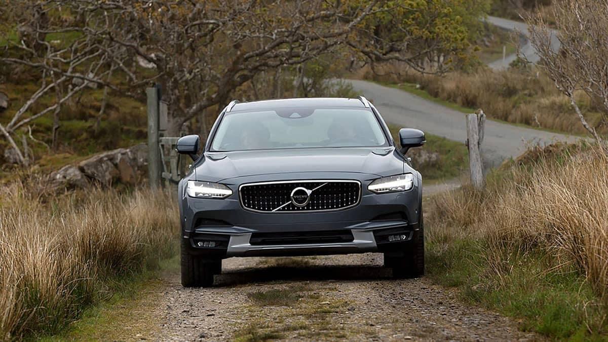2018 Volvo V90 front view