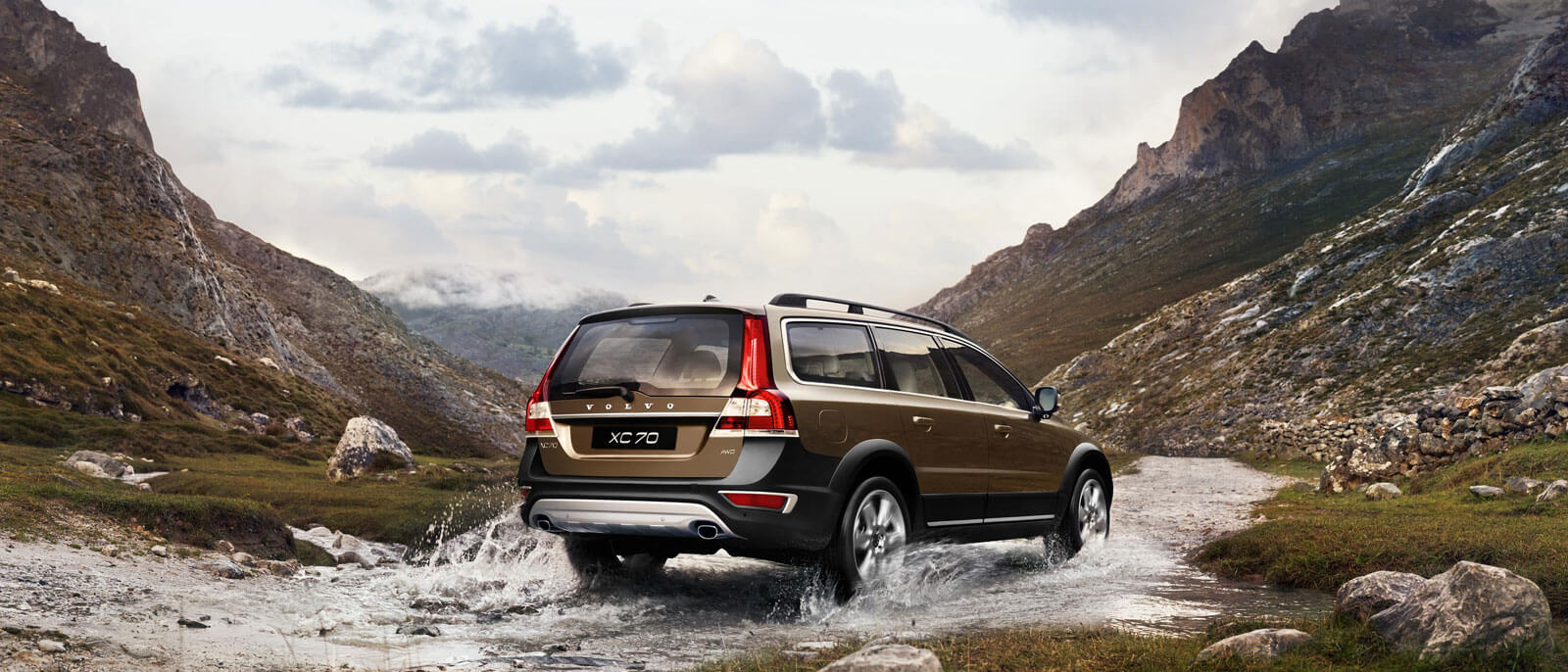 2016 Volvo XC70 rear view